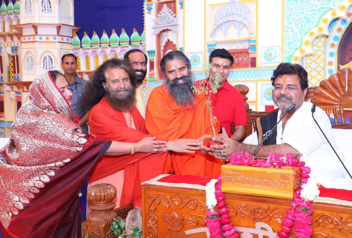 जोधपुर में चल रही पूज्य संत श्री मुरलीधर जी महाराज द्वारा श्री जानकी कथा में पूज्य स्वामी रामदेव जी महाराज व पूज्य स्वामी चिदानन्द सरस्वती जी महाराज पधारे ।
