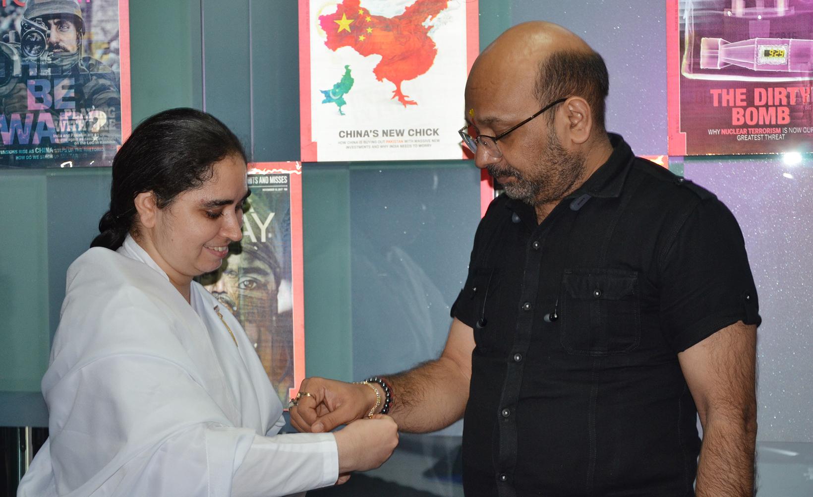 BK Aditi ties Rakhi to Gopi Nath Sharma - News Editor Aaj Tak News Channel