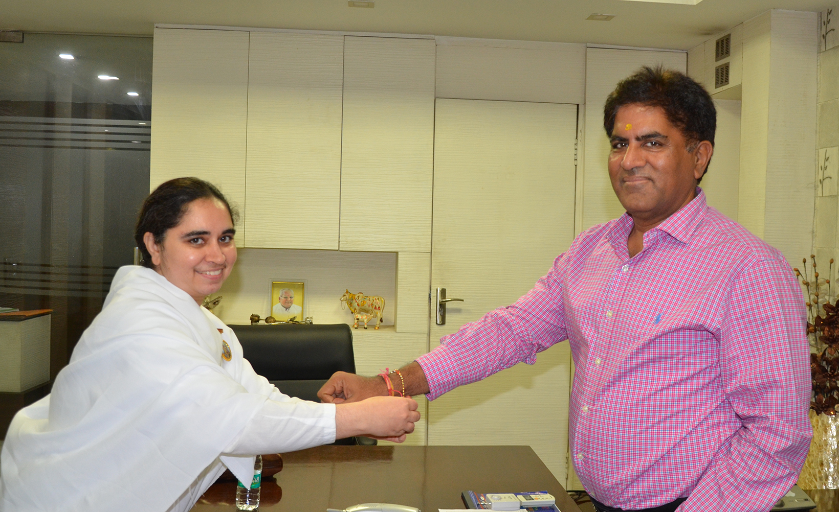 BK Aditi ties Rakhi to Rakesh Gupta- MD and Chairman Sadana Group of Channels