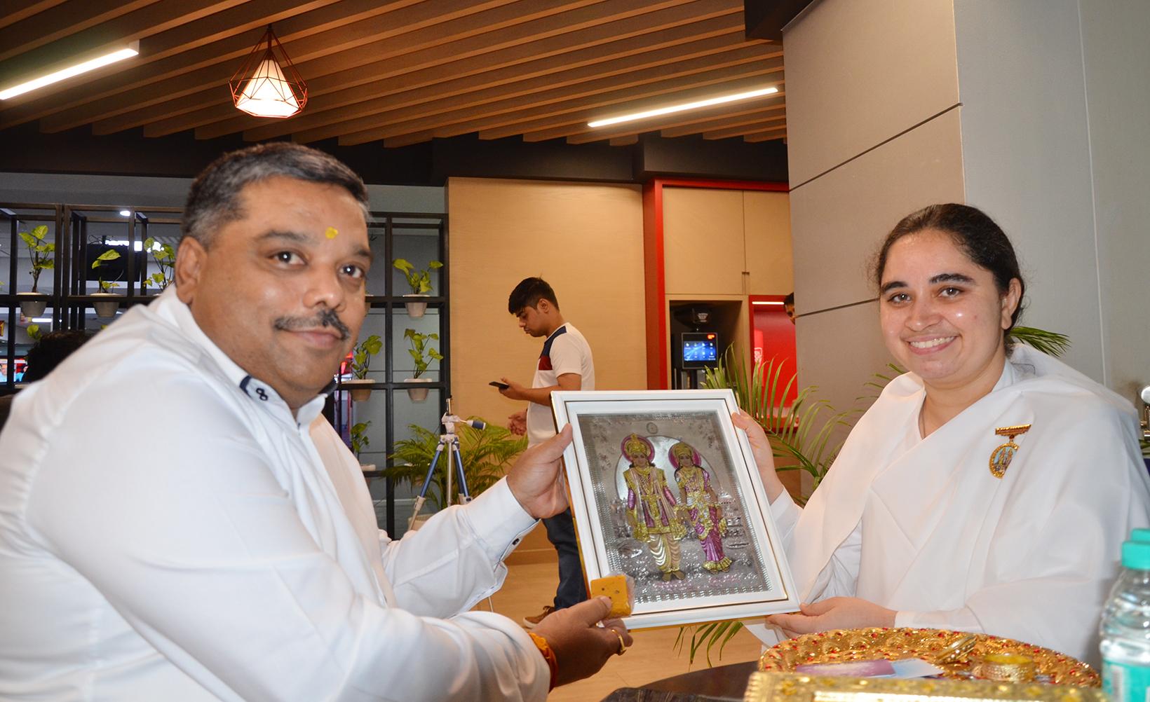 BK Aditi ties Rakhi to Supriya Prasad - Managing Editor Aaj Tak News Channel