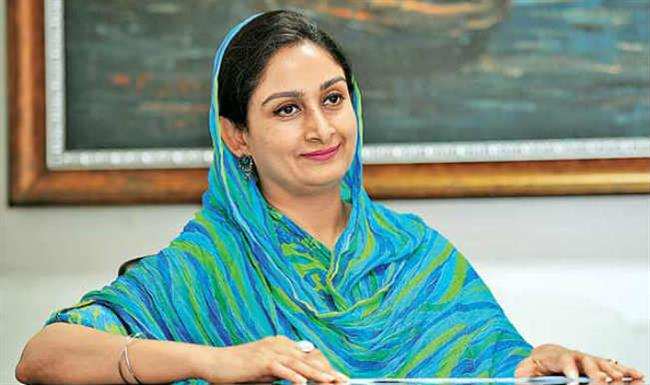 Smt Harsimrat Badal speaks with Chief Minister of Kerala, assures all assistance to the State from her Ministry