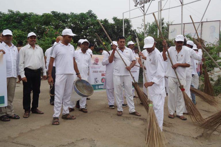 """Clean Mind, Clean Environment – """"Swachhata Hi Seva"""" by Brahma Kumaris, Raipur"""