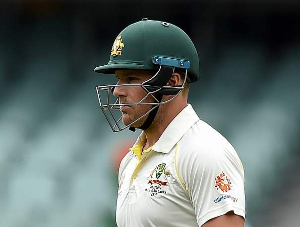Australia lose Finch at the stroke of tea in steep chase
