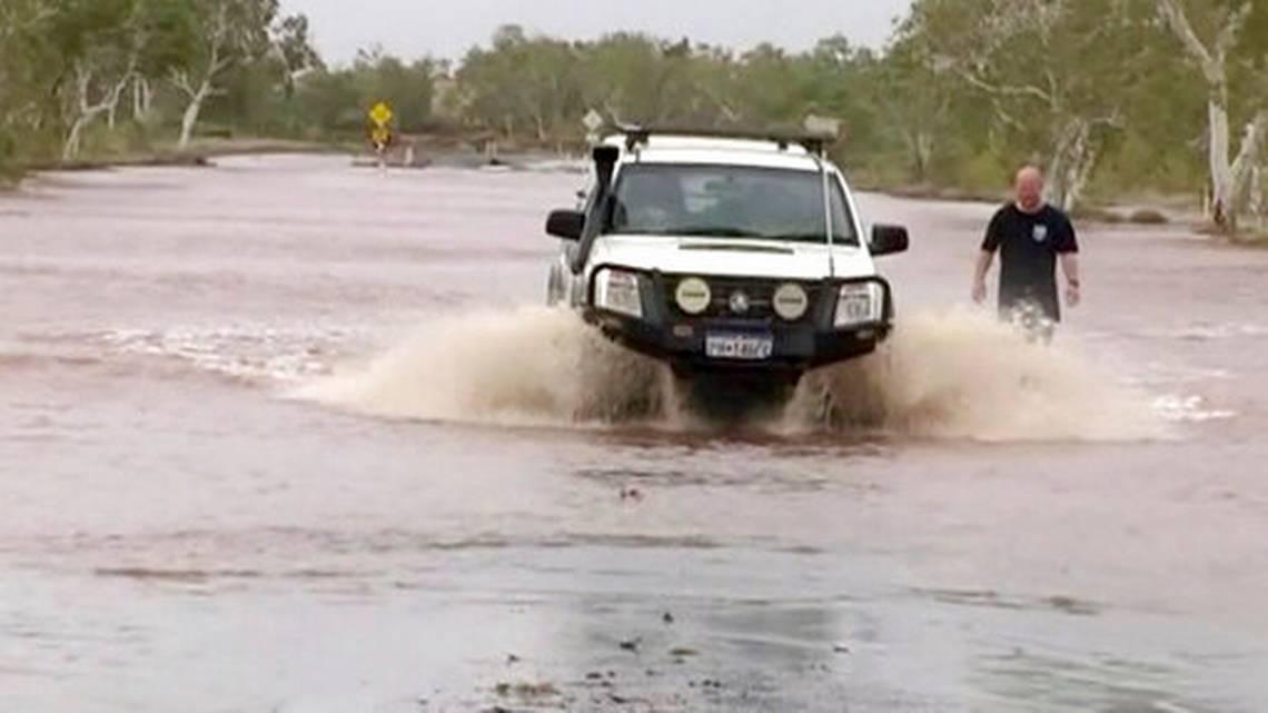 Cyclone lashing northwest Australia weakens