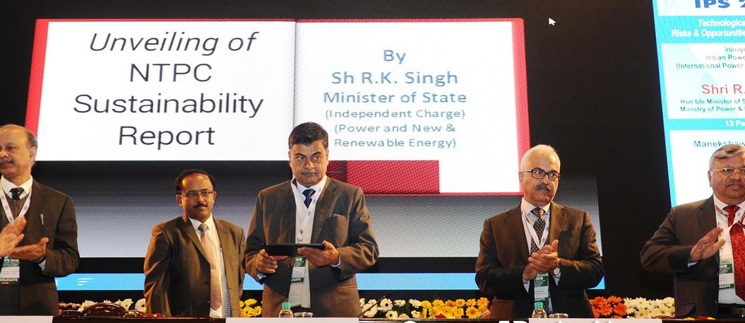 Shri RK Singh inaugurates Solar Lamp Assembly & Distribution Center; distributes Solar Study Lamp to students