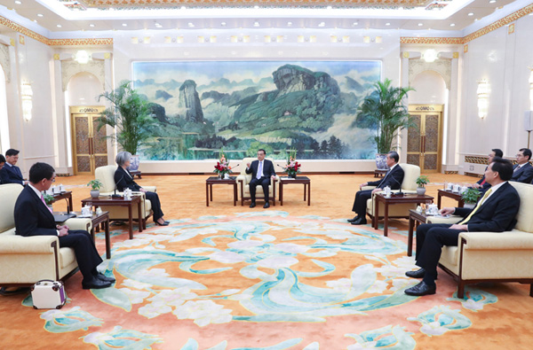 Premier meets ROK and Japanese foreign ministers