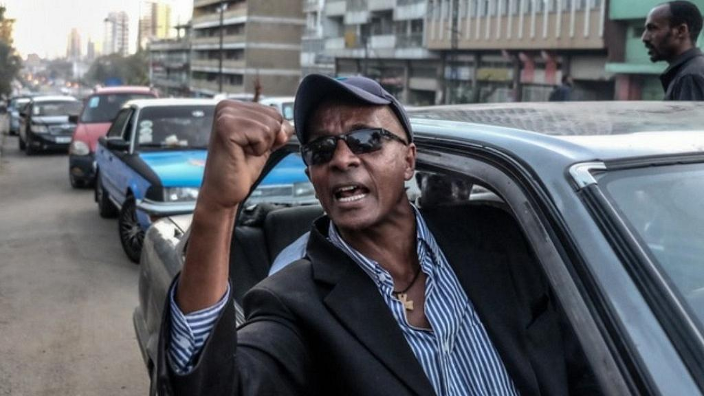 Ethiopia revokes right of top journalist Eskinder Nega to leave the country