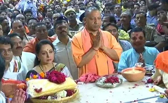 हेमा मालिनी, योगी आदित्यनाथ ने मथुरा में शी फाइल नामांकन से पहले प्रार्थना की